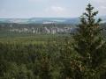 Pohled z rozhledny na Teplické skalní město.
