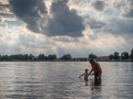 Adámkovi se ve vodě moc líbilo.