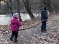 Dřevo na házení do řeky.